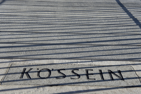 Inschrift auf Fuss- und Radbrücke _ Fotografie FEIGFOTODESIGN